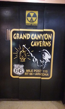 Grand Canyon Caverns: elevator to the cave