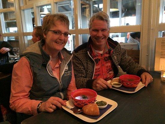 Schiermonnikoog, The Netherlands: pomodori soep met pesto en brood