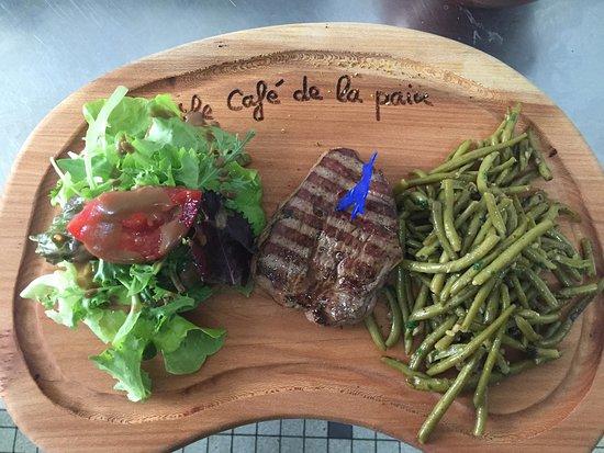 Roquefort, Frankrike: pavé de boeuf/haricots vert