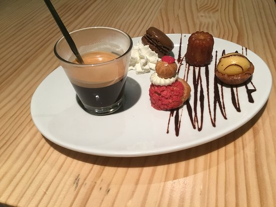 Roquefort, France: Café gourmand