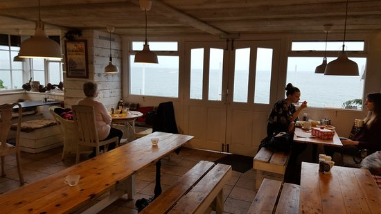 Mousehole, UK : A LIGHT LUNCH WITH A STUNNING VIEW