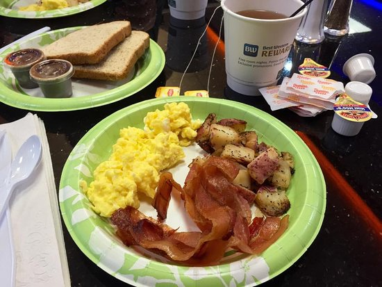 Best Western Plus North Odessa Inn & Suites: Excellent breakfast.