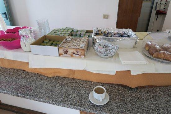 Villaggio Alkantara: karges monotonesFrühstücksbüfett