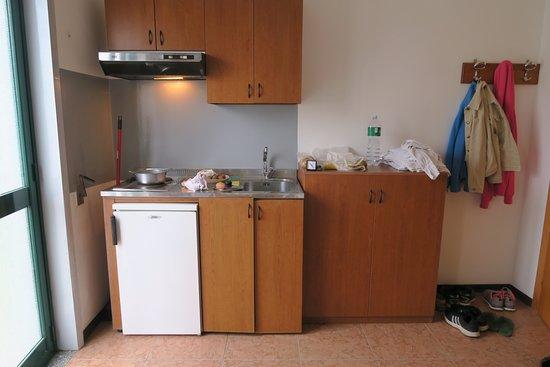Villaggio Alkantara: Küchenzeile, unzureichende Ausstattung