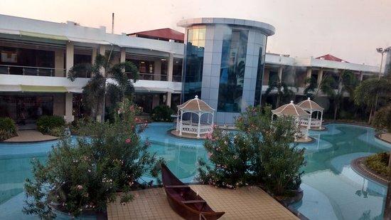 Chengalpattu, India: Mall inside View