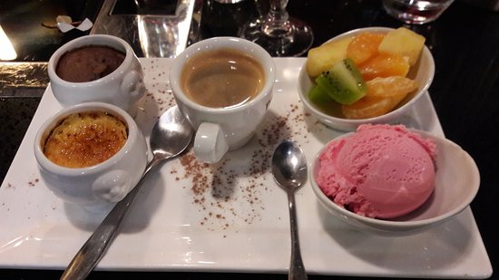Coulommiers, Francja: café plus que gourmand!