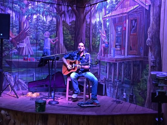 Green Cove Springs, FL: Live music - small stage in main room
