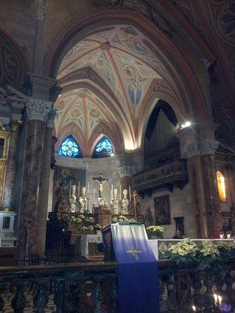 La Chiesa di S. S. Alessandro e Vincenzo: Abside con altare maggiore