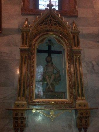 La Chiesa di S. S. Alessandro e Vincenzo: Cristo ligneo