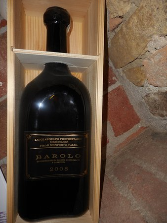 Vinchio, Italy: Costa Di Bussia - square wine bottle