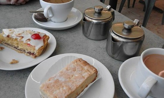 Wellington, UK: tea and cake
