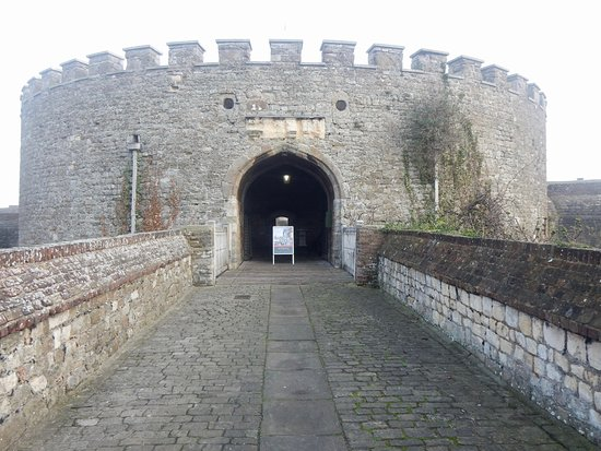 Deal Castle: Access to the main gate.