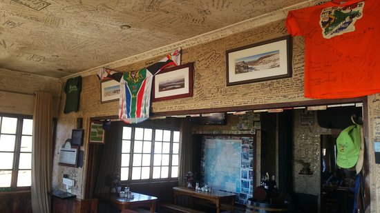 Sani Pass, เลโซโท: Many happy guests were here before but sadly they don't let you write on the walls anymore.