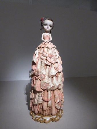 Cac Malaga Centro de Arte Contemporaneo de Málaga: Escultura de madera de Mark Ryden