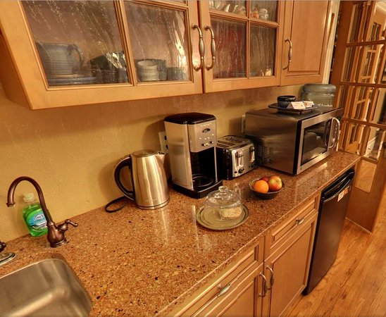 Frederick Street Inn: Small Kitchenette in the Great Room