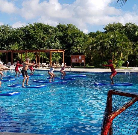 Playa del Secreto, Messico: The Aquaforce class. Yoga on a floating mat = challenging.