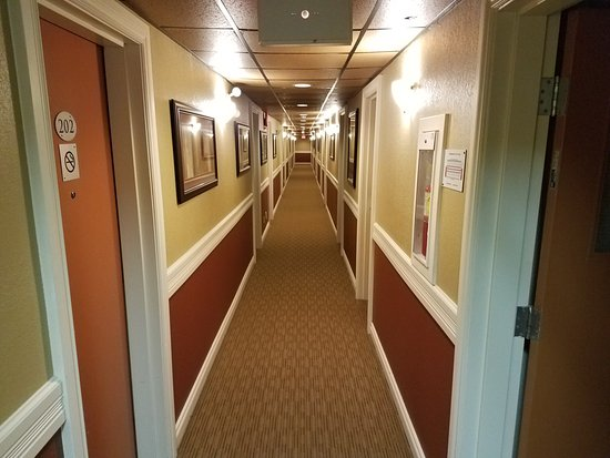 Days Inn High Level : Nice Hallways