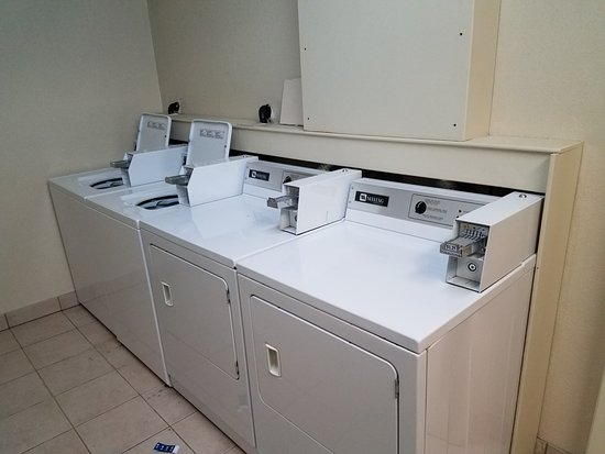 Days Inn High Level : Extra Laundry on site