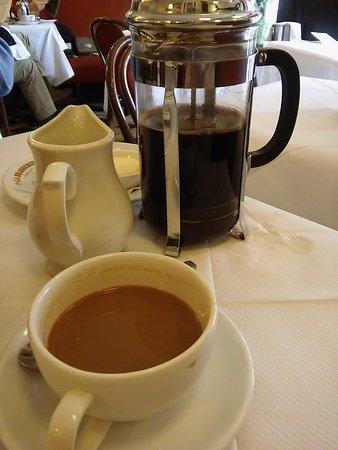 La Brasserie: Cafetiere of delicious coffee