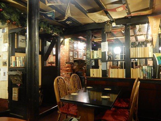 Faversham, UK: The restaurant object d'arts were fascinating.