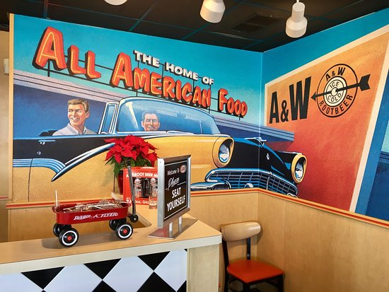 A&W Restaurant: Really fun 50's decor!