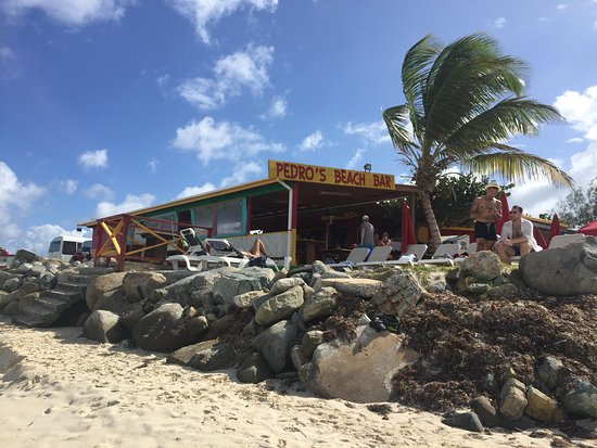 Pedro's Beach Bar & Restaurant : Pedro's is right on the water, great views