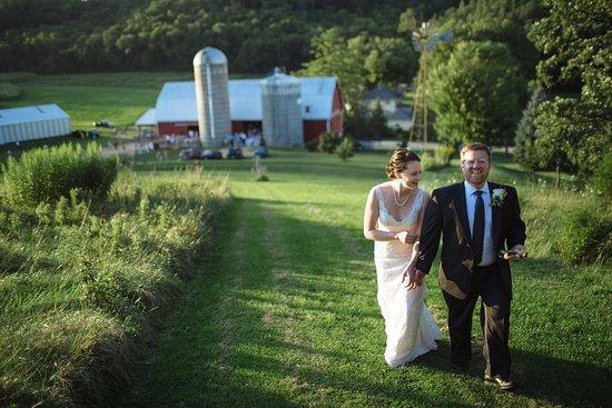 Sparta, WI: Elegant Barn Wedding Venue