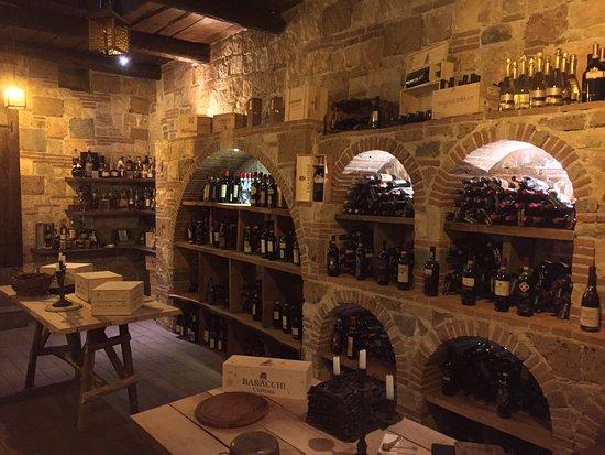 Una cantina molto speciale foto di tavernetta colauri - Taverna di casa ...