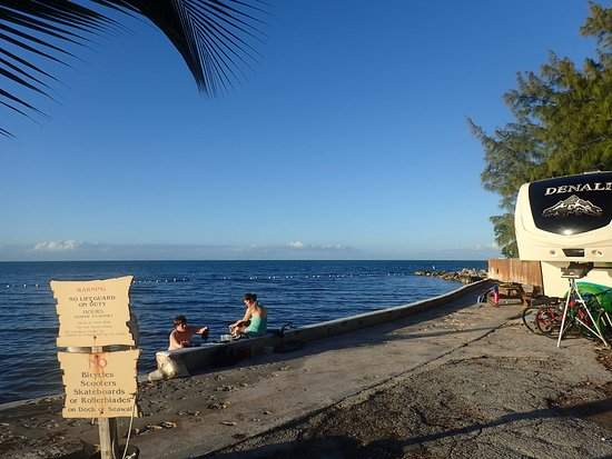 Jolly Roger Travel Park: View of seawall. This is the marked off snorkeling area.