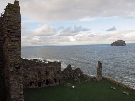 North Berwick, UK: Tantallon Castle
