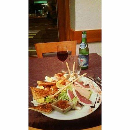 Guingamp, France: Salade Terre et Mer