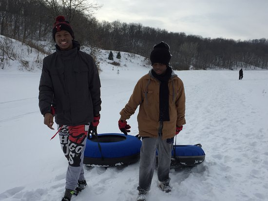 Σπάρτη, Ουισκόνσιν: Snow tubing on our 2 sledding hills. Day visitors Trail Pass = $5, includes snow tubes