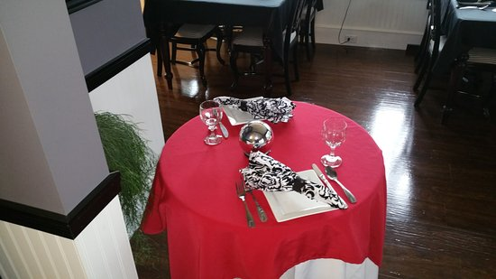 Madawaska, Мэн: Tables for two to enjoy an intimate lunch or dinner.