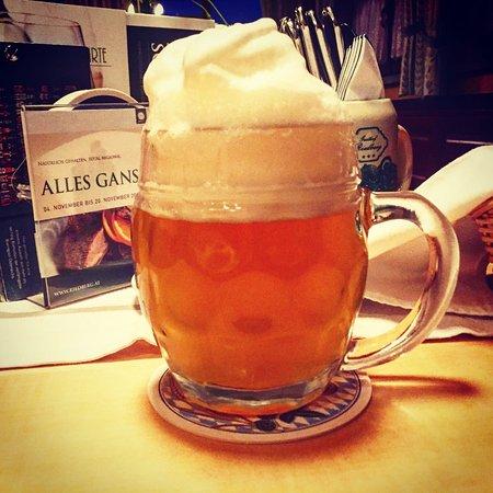 Ried Im Innkreis, Austria: Unser Lieblingsgetränk: regionales Bier, perfekt gezapft