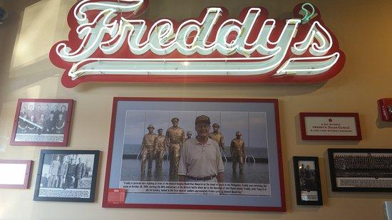 Lenexa, Kansas: Freddy's Frozen Custard and Steakburgers