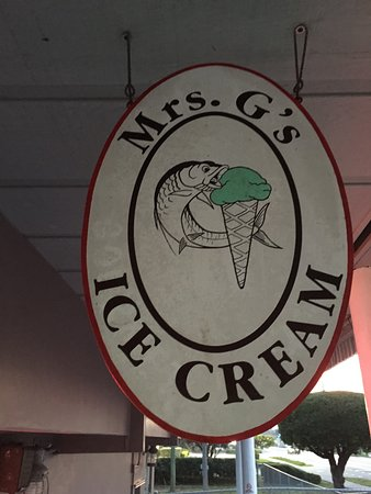 Mrs. G's Ice Cream : Sign inside