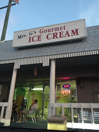 Mrs. G's Ice Cream : View from parking lot