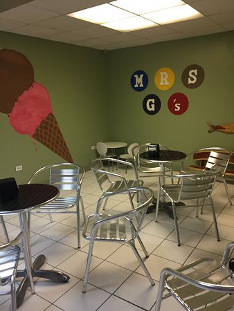 Mrs. G's Ice Cream : Seating inside