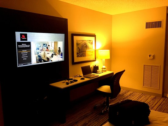 Hebron, Κεντάκι: Desk/ TV Area