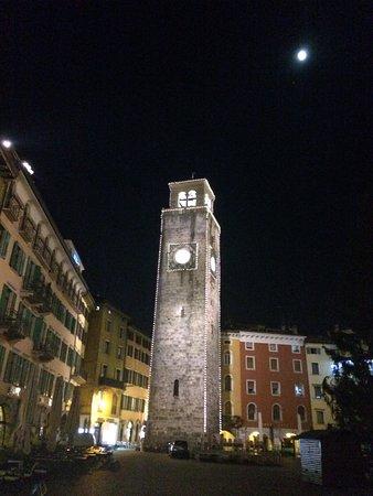 Torre Apponale: torre illuminata per le festività natalizie