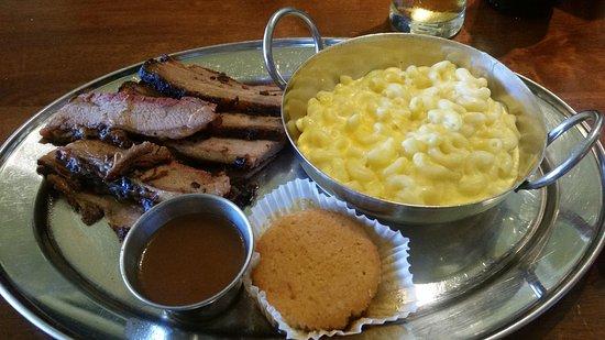 Smoke House BBQ : Brisket y el mejor mac and cheese
