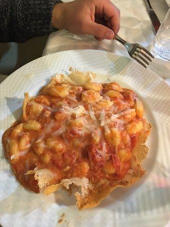 Sant'Agnello, Italy: Gnocchi alla sorrentina su crosta di parmigiano e ragù di cinghiale