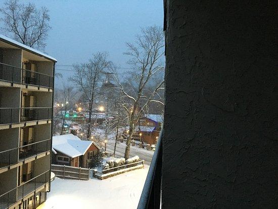 Oak Square at Gatlinburg: Snow in Gatlinburg !!