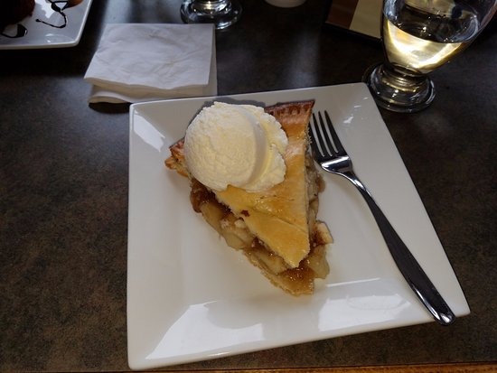 Trinity, Canada: Dock Marina Restaurant - Apple Pie