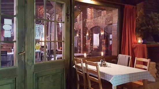 Tarnowskie Gory, Polandia: Jeden ze stolików w restauracji