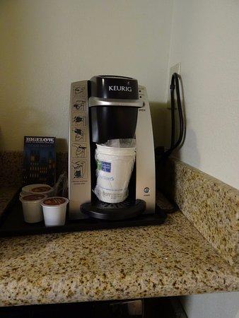 Holiday Inn Express Hotel & Suites Biloxi- Ocean Springs: Coffee maker
