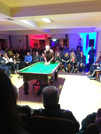 Curry, Irland: Super night in Yeats County Inn, exhibition with Steve Davis; top notch.