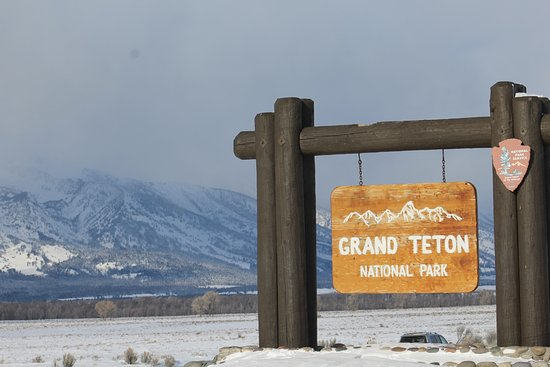 Jackson Hole, Ουαϊόμινγκ: Some snow obscured the mountains