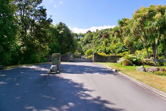 The Point Villas : Entrance to Whakamoenga Point