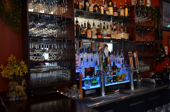 Spice Bistro : Warm and welcoming bar